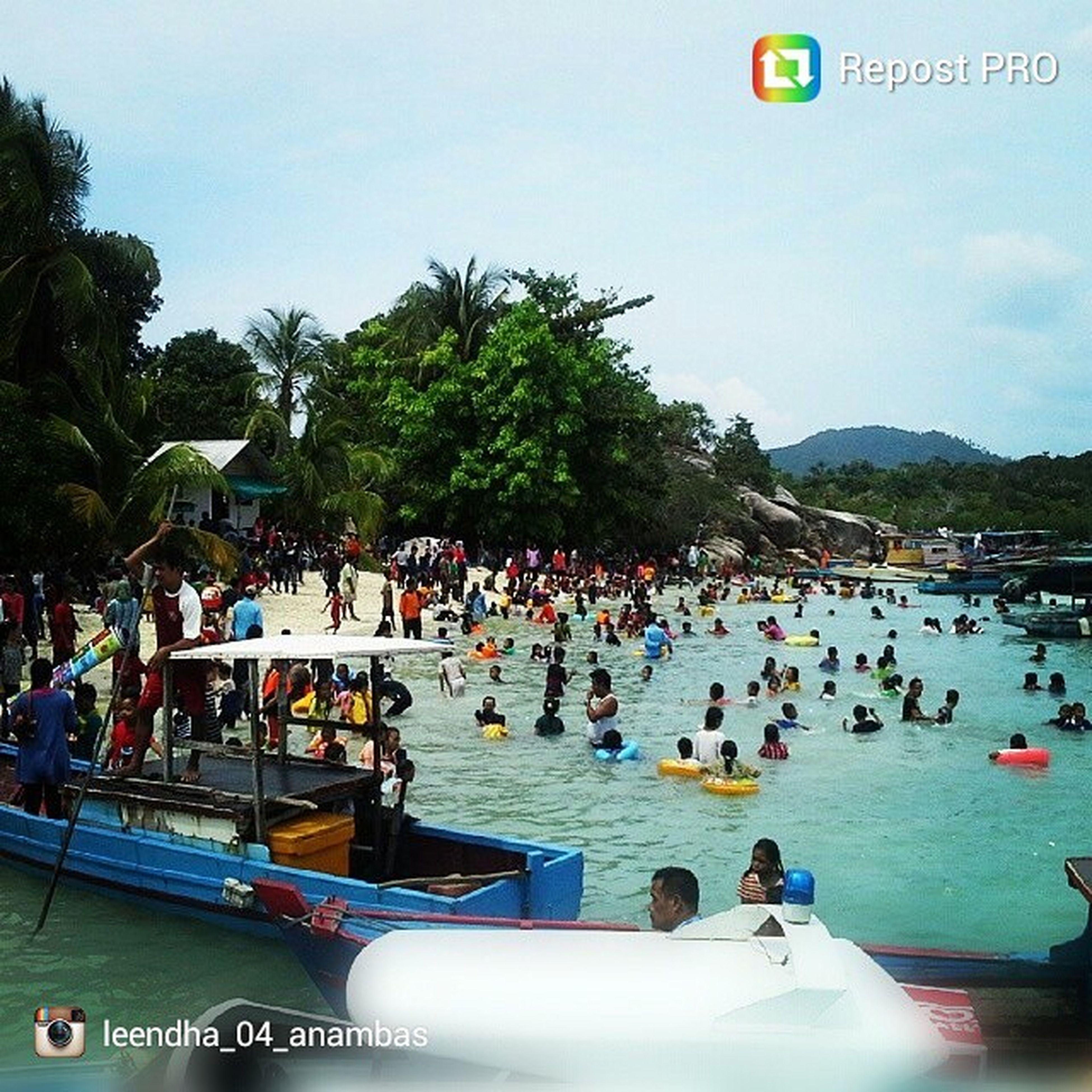Suasana liburan di pantai Penongkat Anambas