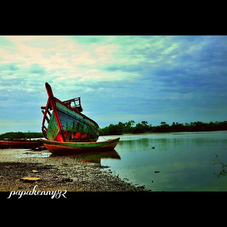 My 2 entry colaboration with @danieldaulay | original pic by her editing by me ============================================= Indonesia_photography Inhil_community Ilovemeulaboh Ig_outkast instanusantara streetfotografy wisky_droid gf_indonesia padepokankalisurut