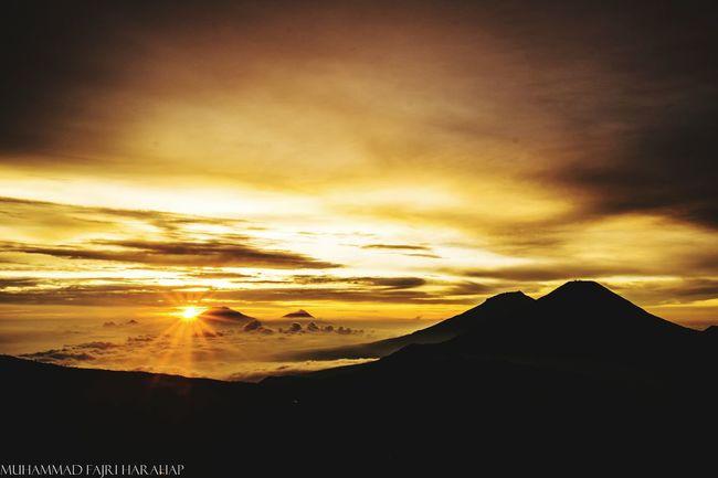 Sunrise at Mount Prau Location : Dieng, Indonesia Mountaineering Backpacking Camping Enjoying The Sun Gunung Prau
