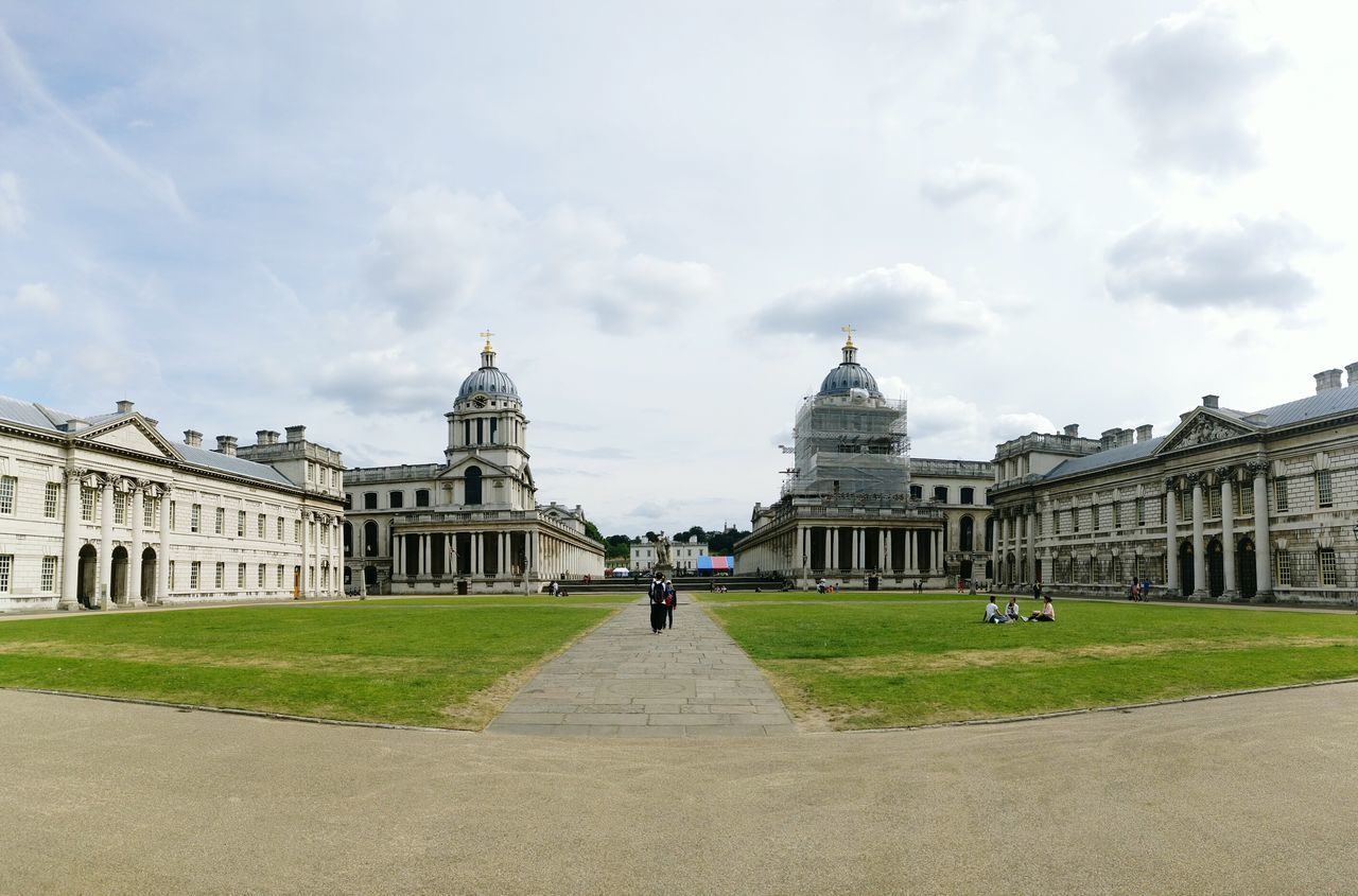 Greenwich Naval College Panorama Building Green Wide Angle London Lifestyle Greenwich University Square Classic Buildings Arquitecture Classical Architecture Architecture University Campus Campus Life Towers White Building Simmetrical Simmetrical Building Simmetry Wide Angle View People In Background Group Of People
