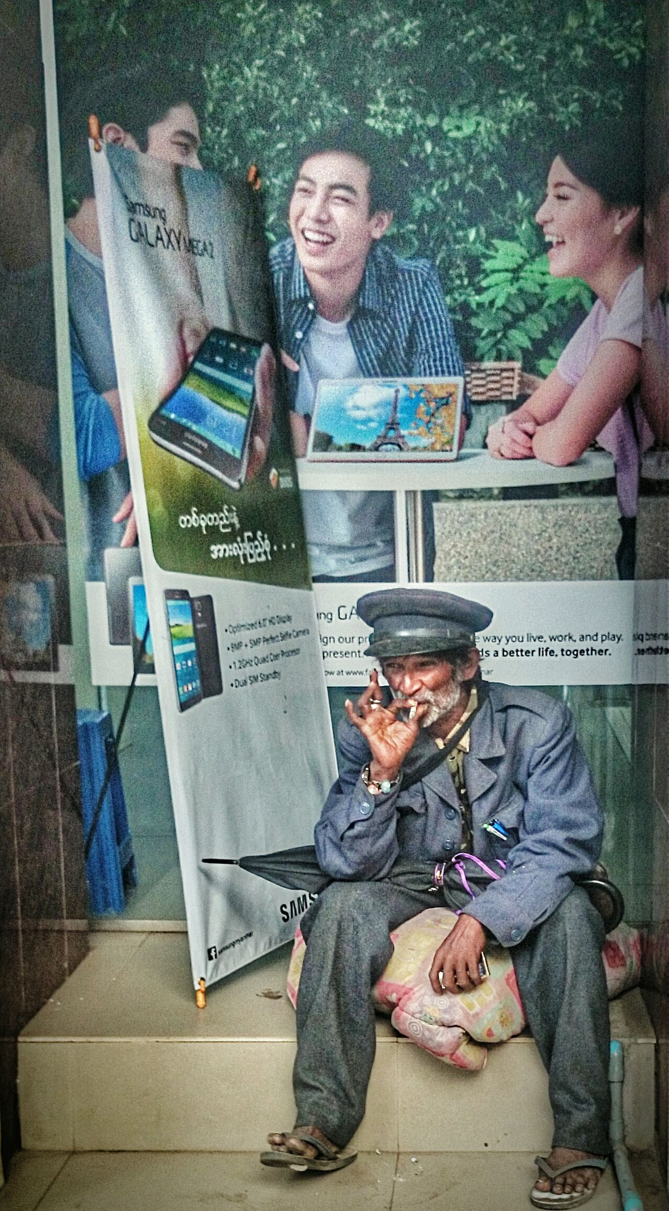 Reality versus virtual reality. Streetphotography Travel Photography Tadaa Community Tour Eiffel ? RePicture Ageing Asian Culture RePicture Travel The Street Photographer - 2015 EyeEm Awards Urban Lifestyle