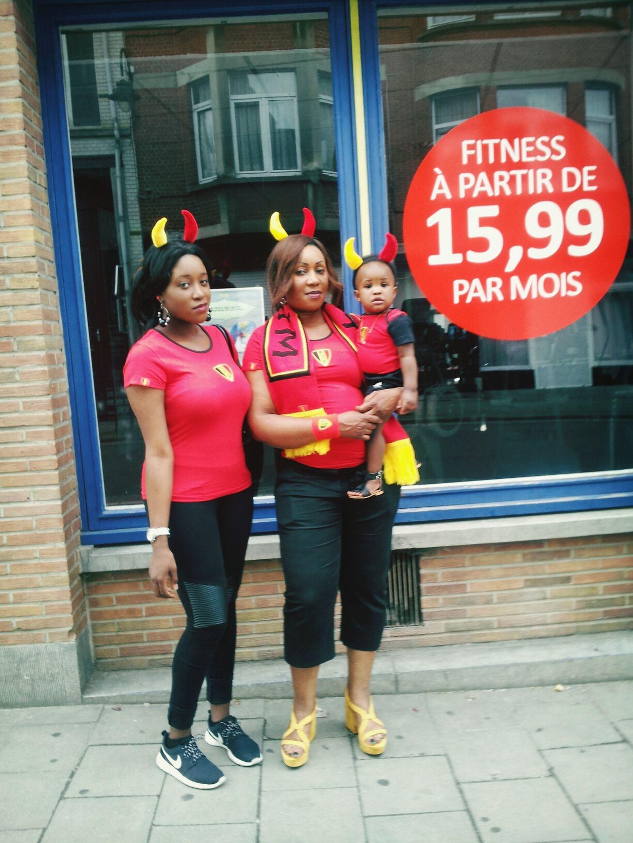 Direction la place miroir voir le match ... Ma fille , ma maman & moi Coupe Du Monde Diable Rouge Belgium