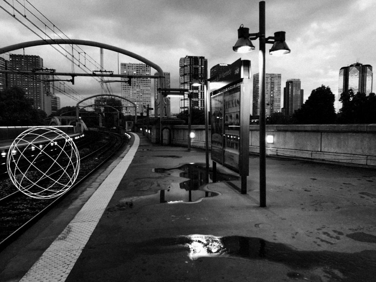 Blackandwhite Outdoors No People City Sky Architecture Buildings Train Station Ball Streetphotography City Life Capital Cities  Paris, France  Honor8