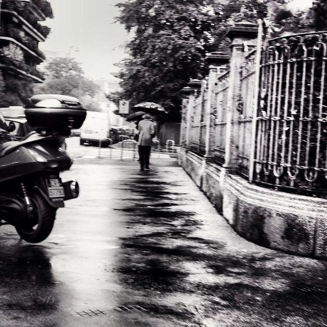 verso la strada del ricordo Streetphoto_bw Light And Shadow Blackandwhite Streetphotography