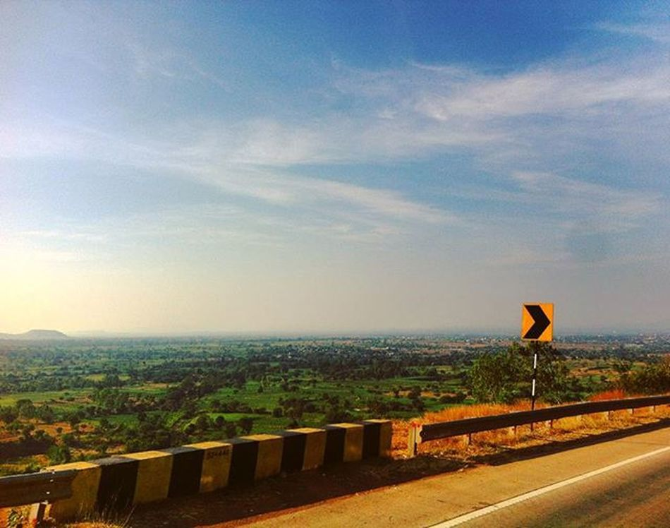 and then we took a right :) Highways Indianroads Indianhighways Countryside Scenarypictures Scenary Beautifulroads Sky Skyart Skylove Skyporn Sky_captures Skylovers Thatview Thatscene Naturelovers Naturesbeauty Traveldiaries Travellingisfun Traveldiaries2015 Karnataka Ig_karnataka Karnatakamaharastraborder Bliss Happiness
