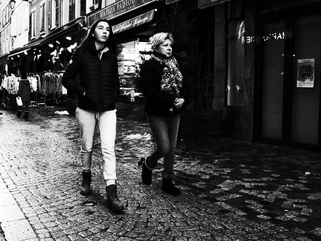 Noir Et Blanc Adult Blackandwhite Building Exterior Built Structure City Day Full Length Lifestyles Outdoors Real People Street Photography Streetphotography Togetherness Two People Young Women