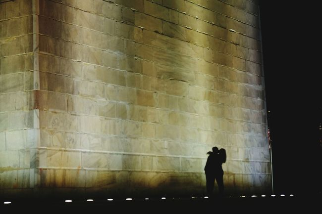 Love is in the Air. DC Nightphotography Streetphotography Silhouette Historical Sights