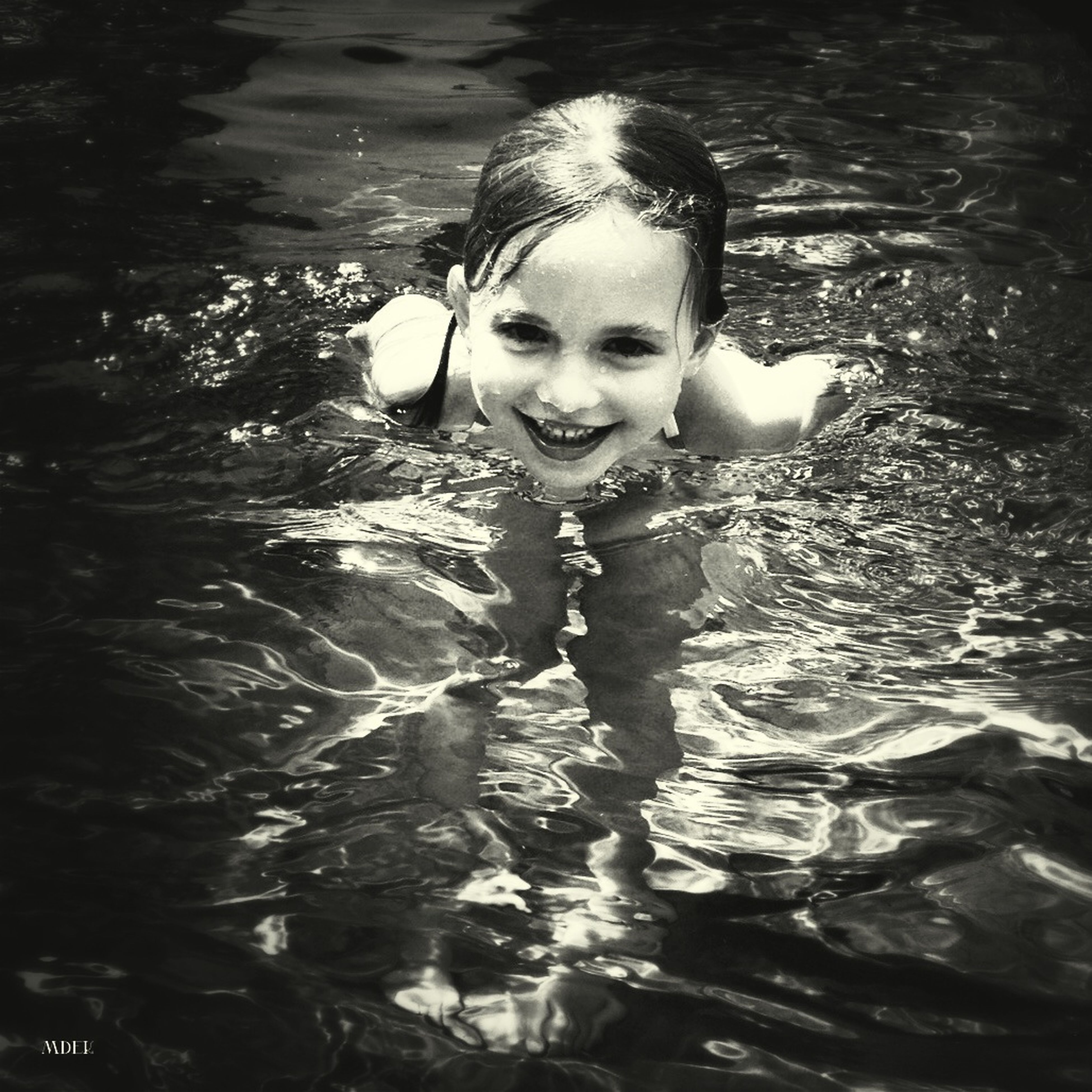 looking at camera, portrait, water, person, lifestyles, elementary age, childhood, leisure activity, front view, smiling, happiness, high angle view, girls, innocence, casual clothing, cute, standing, boys