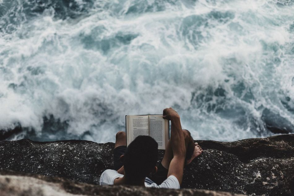 Beautiful stock photos of australien, 25-29 Years, Australia, Book, Concentration