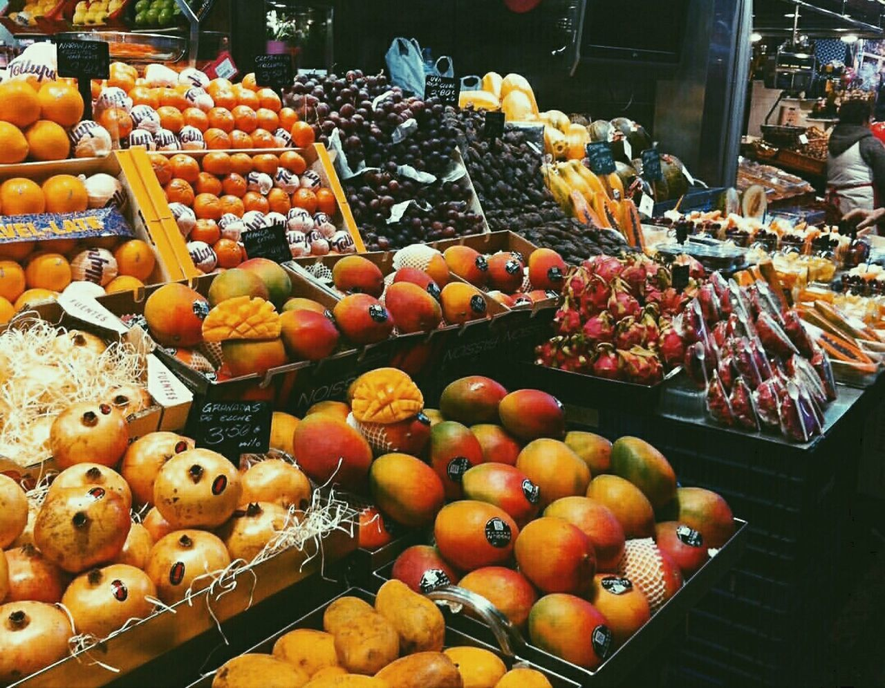 food, food and drink, choice, fruit, retail, for sale, variation, abundance, large group of objects, market, freshness, arrangement, market stall, no people, healthy eating, price tag, apple - fruit, day, outdoors