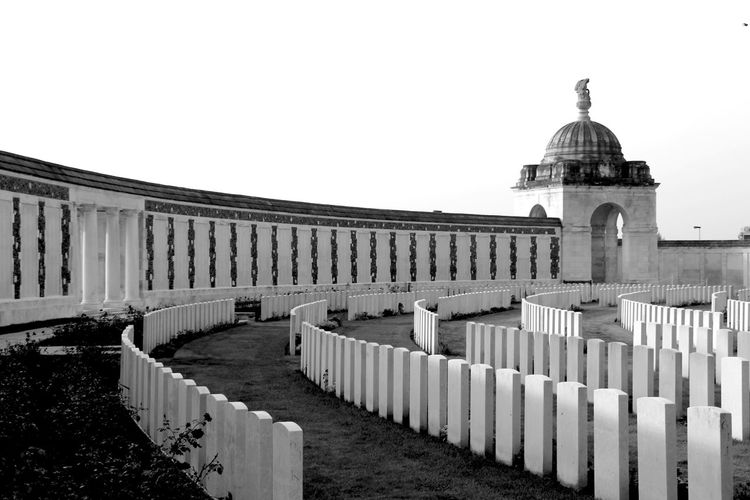 Schooltrip to a cemetery of World War 1. English Cemetery World War 1 Historical Monuments Cemetery Quite Place