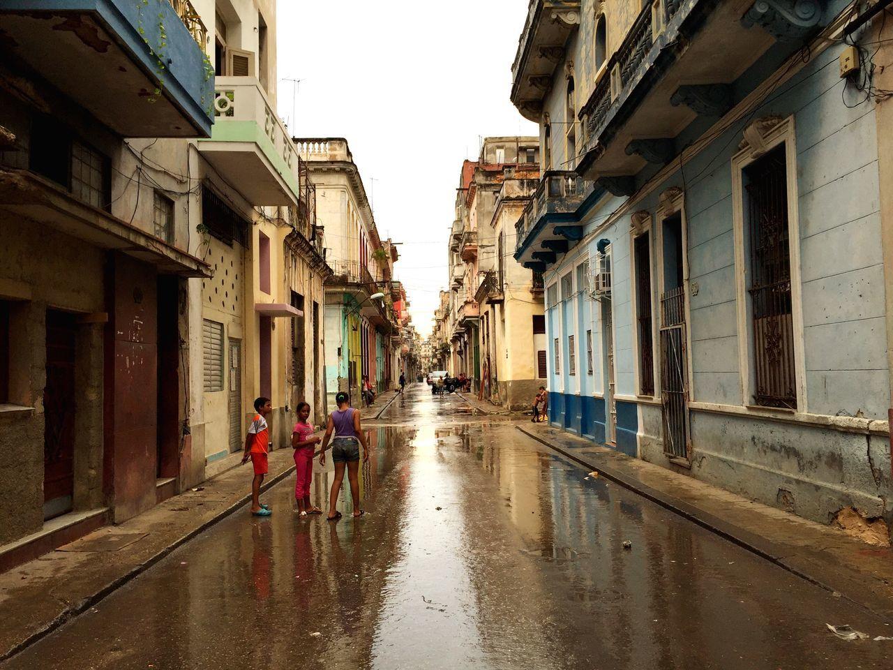 Street Life Cuba Rain Reflection Water Reflections Lotti On Tour
