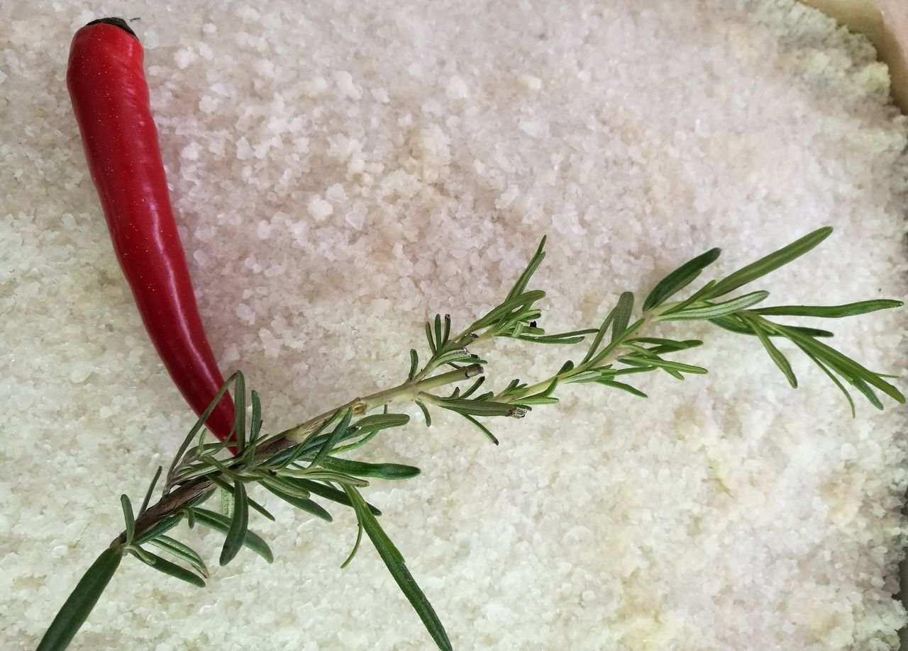 Rosemary Rosemary Herb Salt Pepperoni Red Herb Food Johann Lafer Swr3 White Close-up Rosmarin Rosmarino Salz