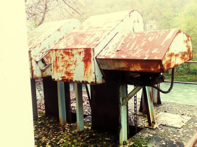 Abandoned Old Damaged Run-down Rusty Built Structure Obsolete Weathered Deterioration Architecture Bad Condition Day Outdoors Discarded Worn Out Messy No People