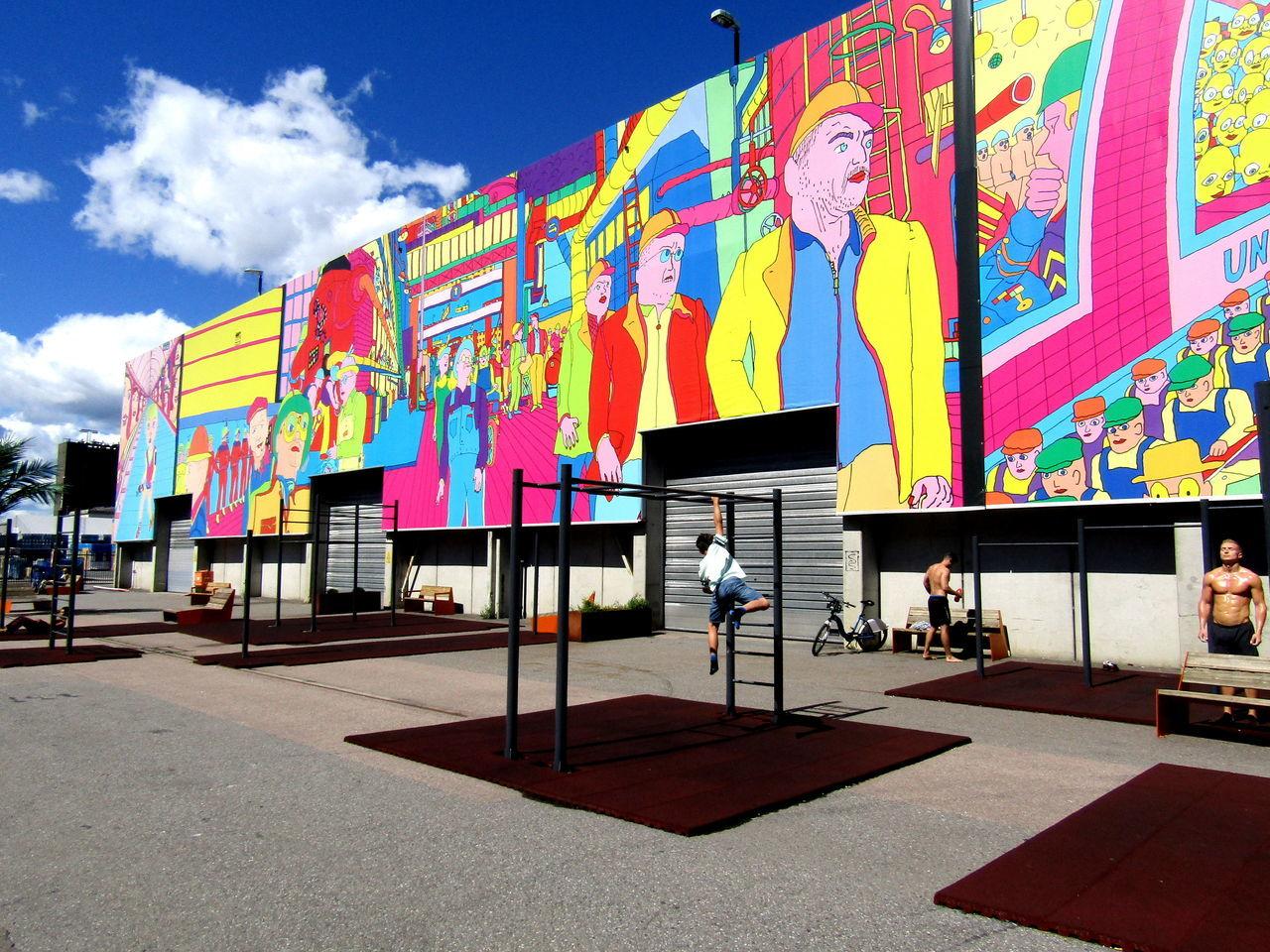 Creativity Hausbemalung In Oslo-- House Painting In Oslo-- Multi Colored Sonnenschein--Licht Und Schatten-- Street Art
