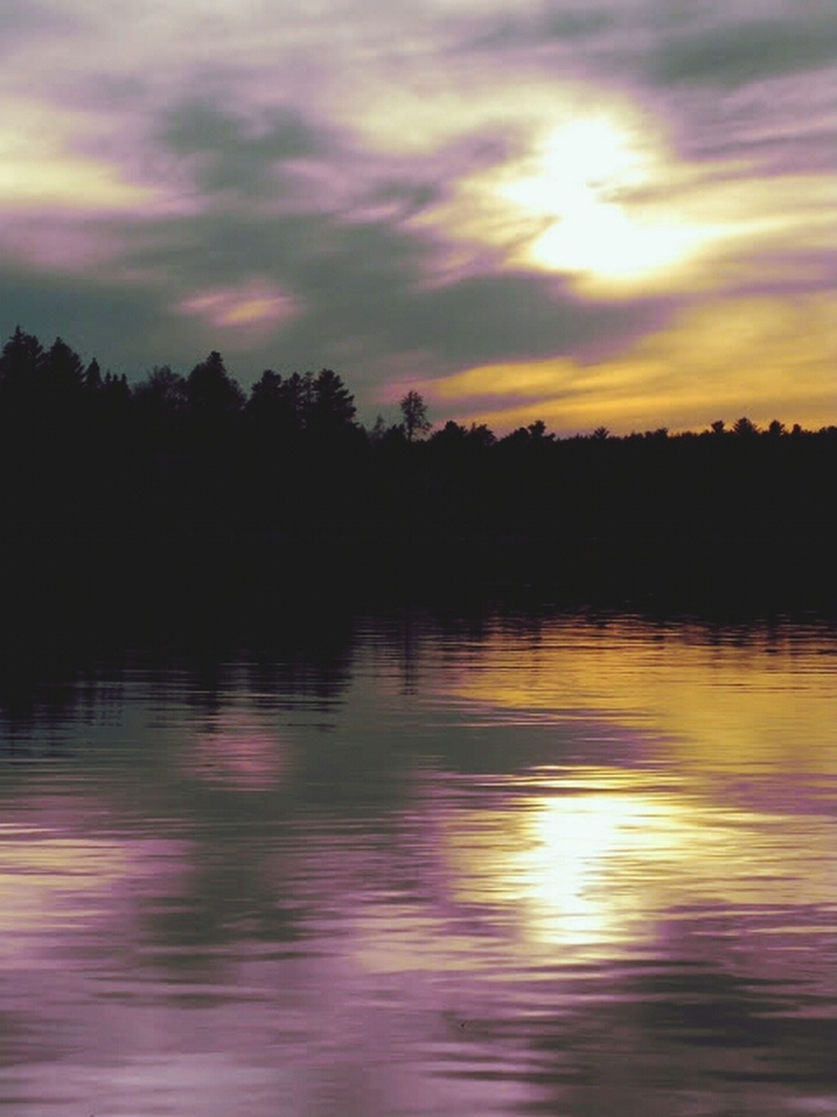sunset, water, reflection, tranquil scene, scenics, waterfront, sky, tranquility, beauty in nature, lake, orange color, cloud - sky, tree, silhouette, idyllic, nature, dramatic sky, cloud, rippled, outdoors