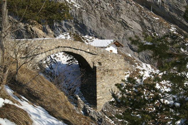 Teufelsbrücke Bridge Brücke Kapelle Leuk Schweiz Switzerland Teufelsbrücke Wallis Weg Winter