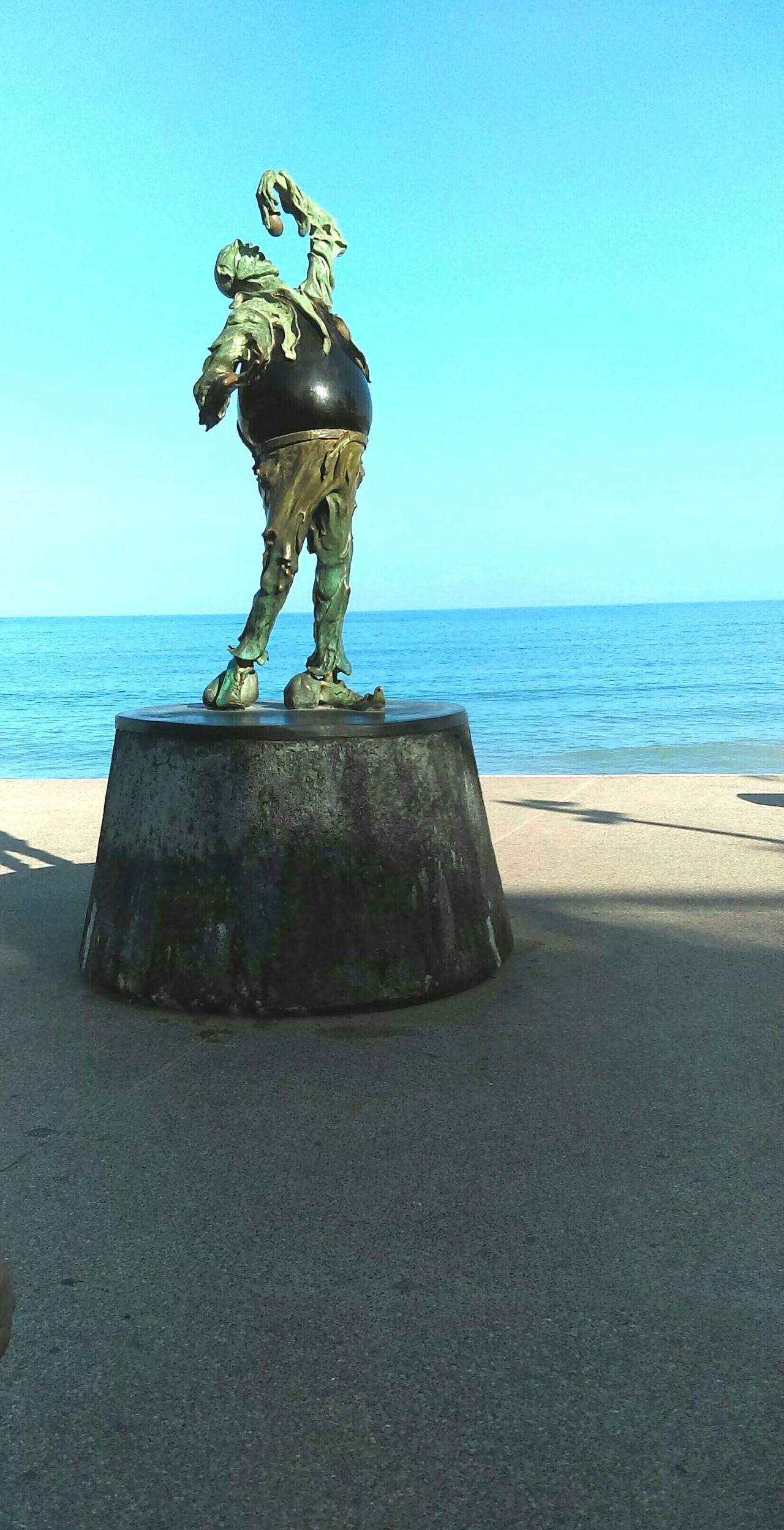 Estatua Postal Mar Playa Orilla Del Mar Esculturas Y Estatuas Bellas Artes Beach Day Sky Water Paisaje Feliz