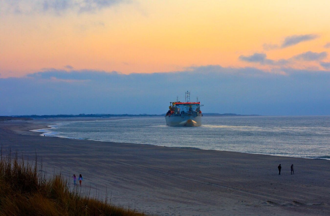 """""""Bir deniz kıyısında otur, gemiler sensiz gitsin, bırak."""" Atillailhan Zeeland  Holland Uzaklar Schip Sea Beauty In Nature"""
