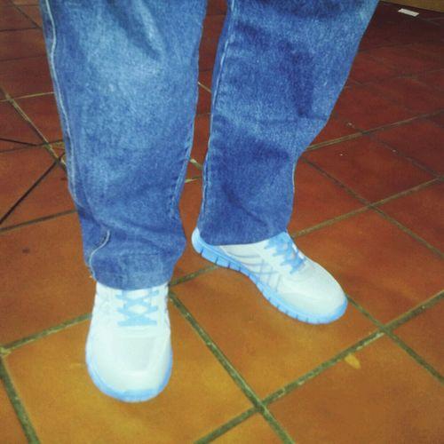 E mais alguém tem um avô que usa jeans e ténis??!! Tennis Modernices JuventudeDeAtitude Grandfather