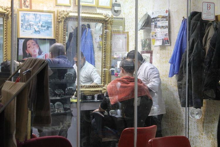 Hair Istanbul Small Business Buisness Day Grand Bazaar Hair Dresser Indoors  Kuaför Men People Real People Retail  Sitting Store