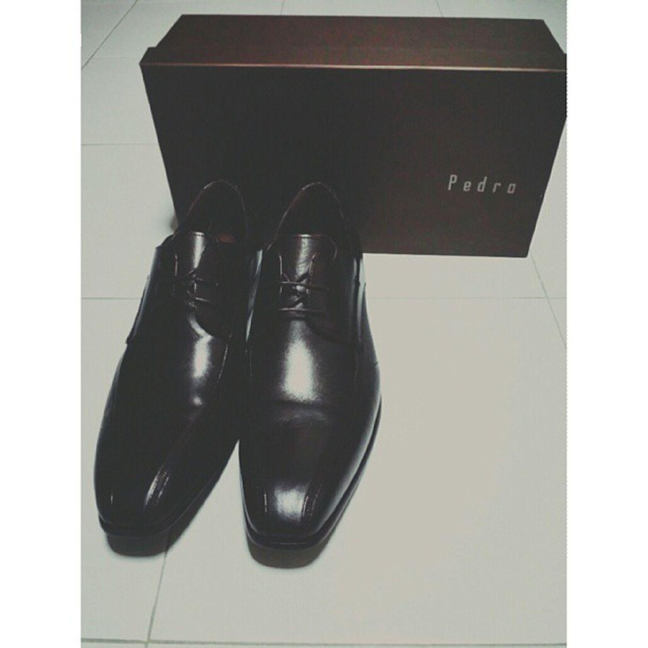 旧的不去,新的不来。As my old formal shoes decided to spoil just barely 2 months of wearing, here comes my Pedro formal shoes :D looks great and stylish. Formal Shoes New