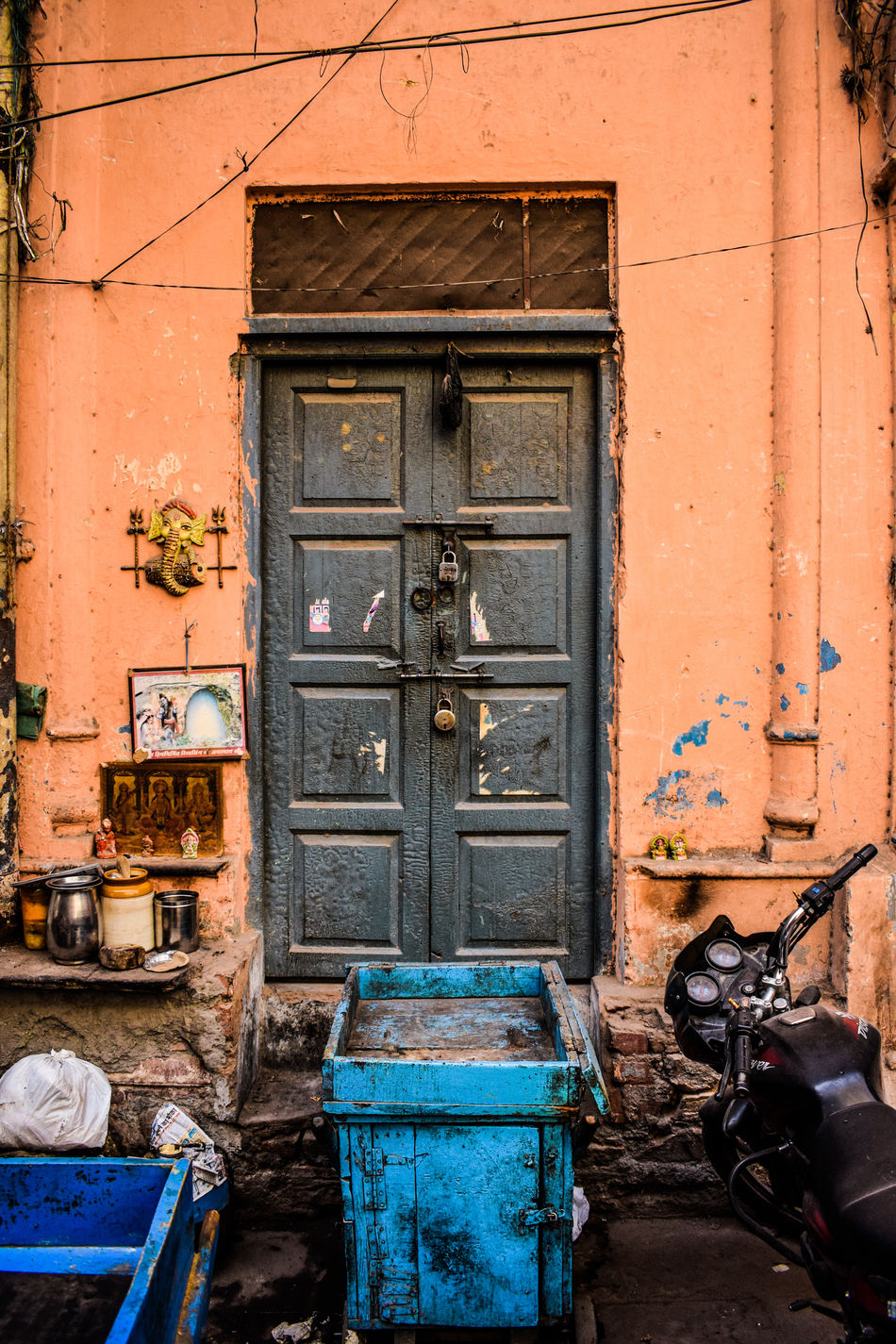 Building Exterior Built Structure Architecture Outdoors Window Door Day Entrance No People Streetphotography Architecture Street Chandnichowk