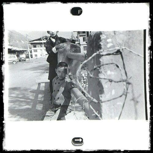 HAA Bhutan 2012 | Fujifilm Neopan400 blackandwhite negative film viewed through loupe and sgs3 . Leica. M6 trielmar at 35mm . From the lost (now found) roll.