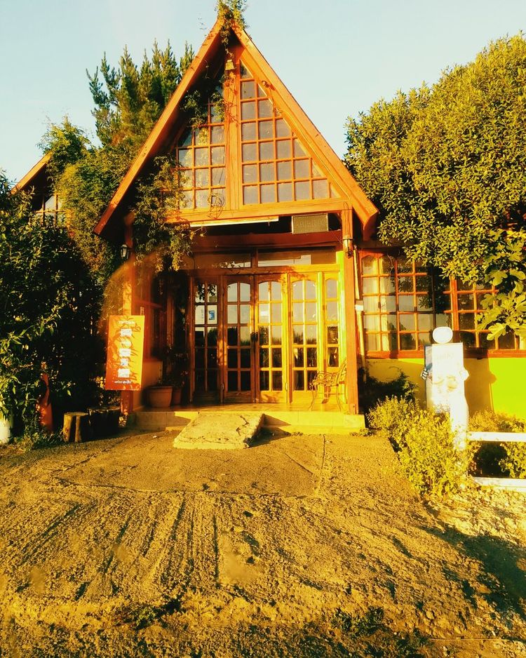 Architecture Building Exterior Built Structure House Tree Outdoors No People Façade Sky Day Nature Chile♥ EyeEm Nature Lover EyeEm Fotography Hojas Arboles , Naturaleza Chile Sur Arboles Dia Verde Human Body Part The Way Forward Low Angle View Landscape