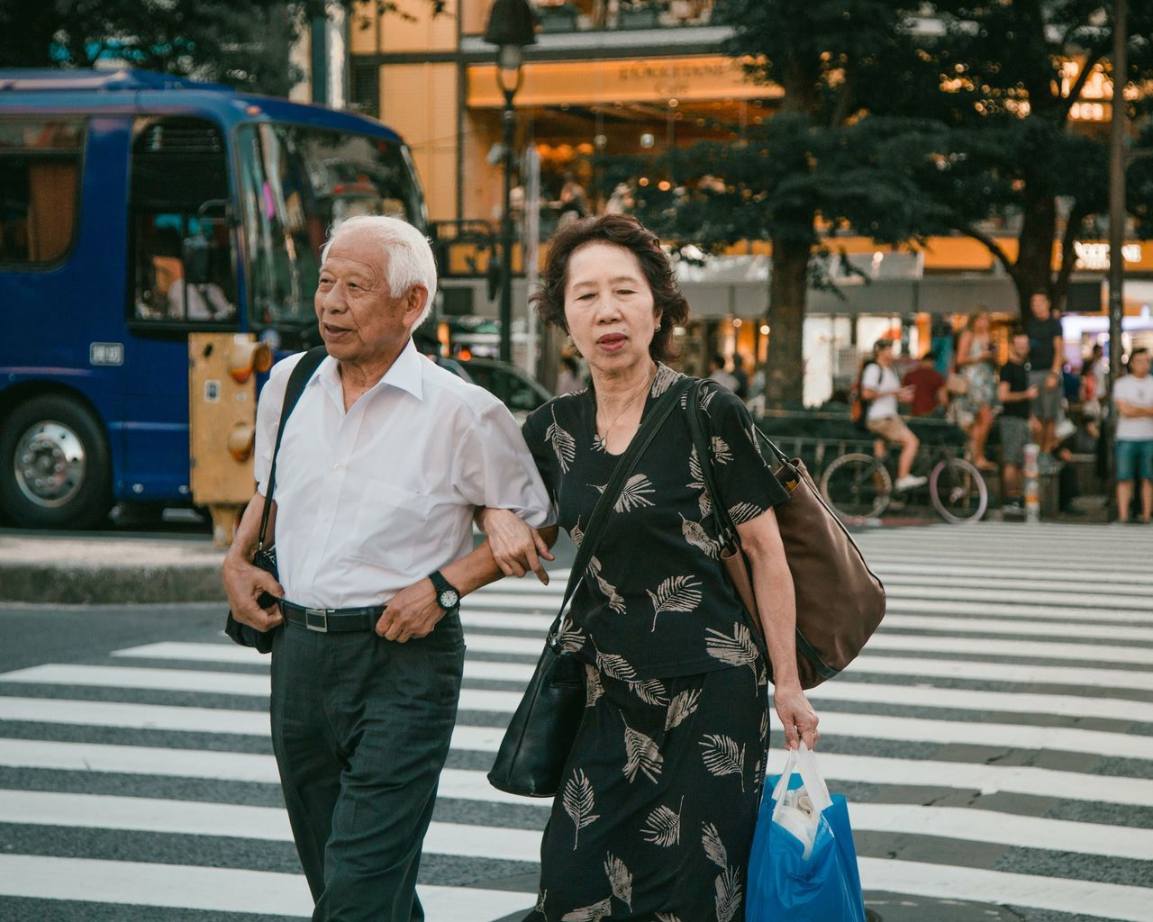 happy valentine's day! Love Old Love Togetherness Happiness Street Real People Senior Couple Couple City Smiling Portraits Of EyeEm Portrait Photography Faces Of EyeEm Street Photography Tokyo Street Photography Tokyo Japan