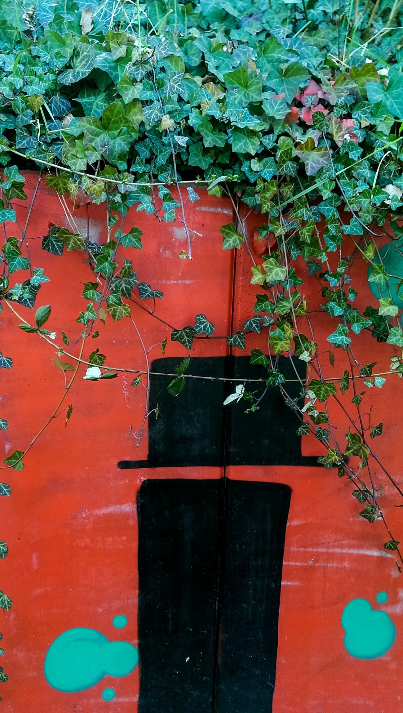 Enchanted Adapted To The City Red Day No People Outdoors Nature Green Ivy Door Aliceinwonderland Passage Contrast Frankfurt Frankfurt Am Main Urban Landscape Urban City Graffiti Graffiti Art Wall Wall Art