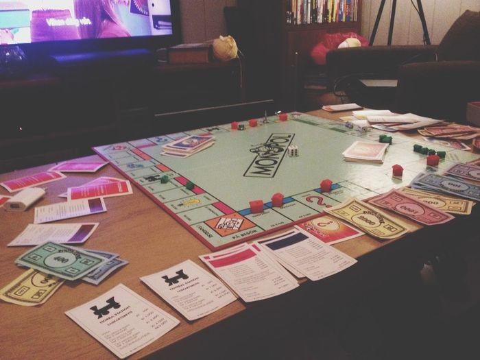 Första och sista gången jag spelar detta så kallade familjespel Ettjävlahumörsvängningsspel Japp Jag äger Dock Norrmalmstorg Tror Det är Bra
