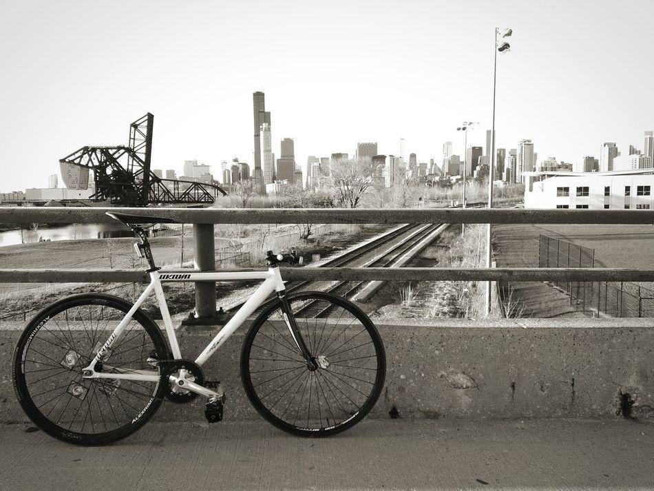 My city Chicago Skyline Wilis Tower Pilsen 18th Street Bridge Unknownbikes Fixed Fixie Fixedgear