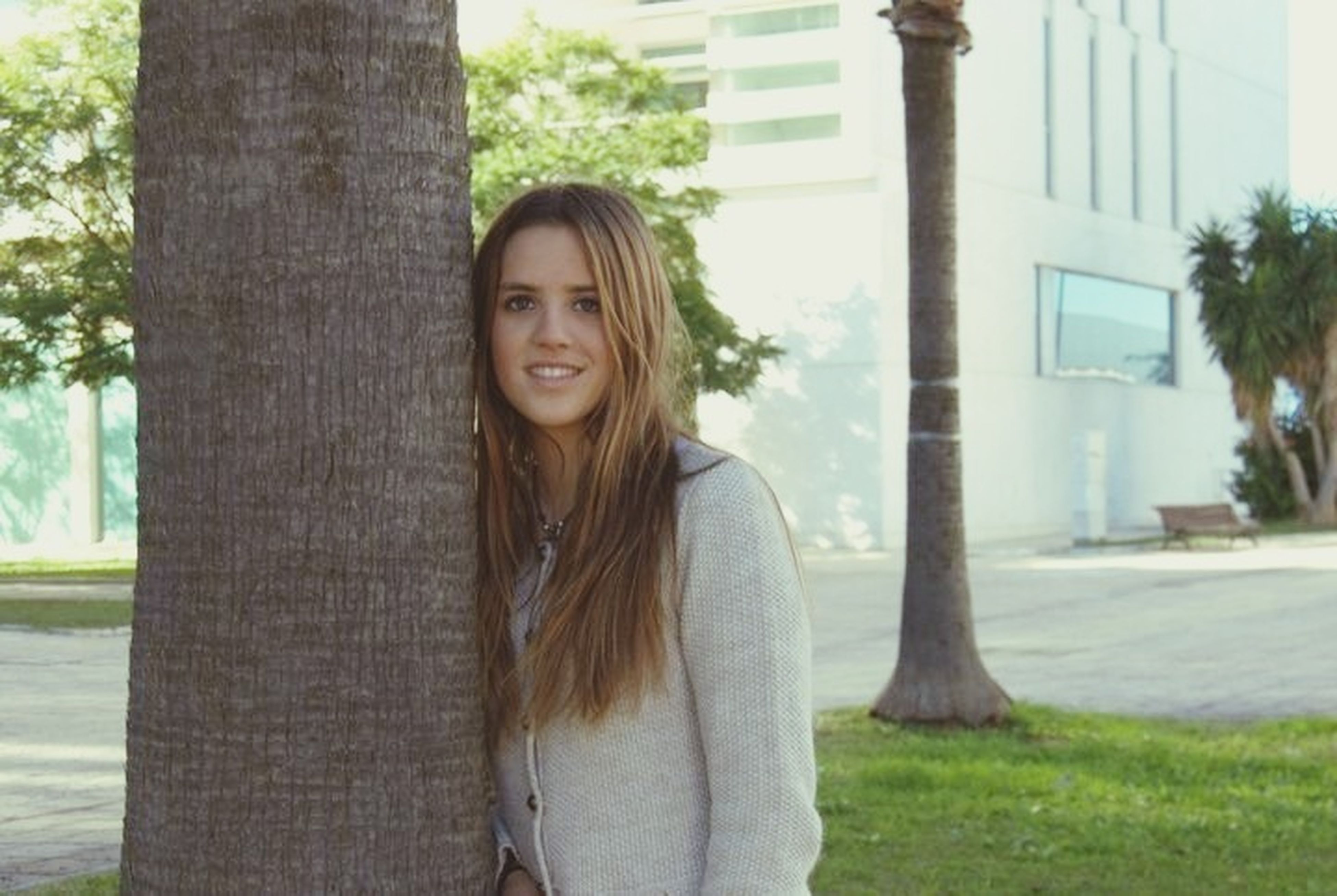 young adult, young women, long hair, person, tree, lifestyles, front view, looking at camera, portrait, standing, leisure activity, casual clothing, medium-length hair, day, smiling, tree trunk, window