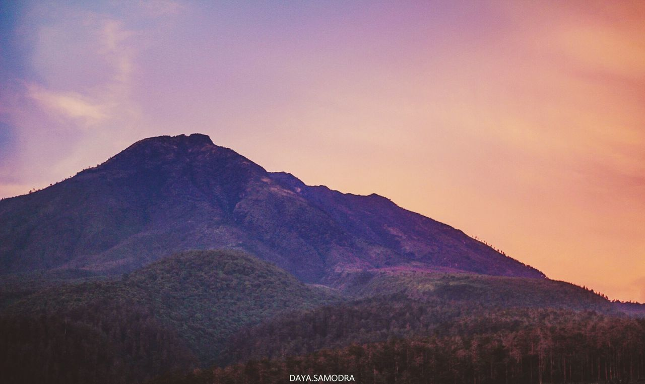 mountain, nature, beauty in nature, scenics, tranquility, tranquil scene, sunset, mountain range, no people, outdoors, sky, landscape, mountain peak, low angle view, day