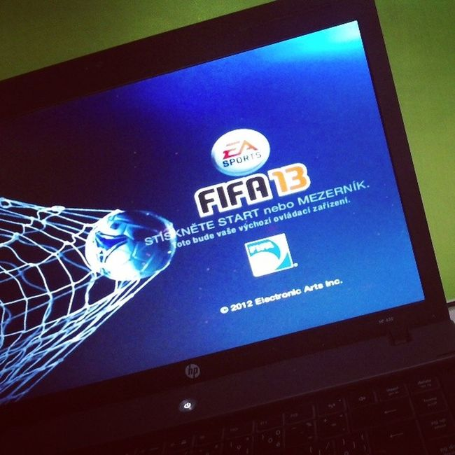 FIFA13 HP Playingwithfriend