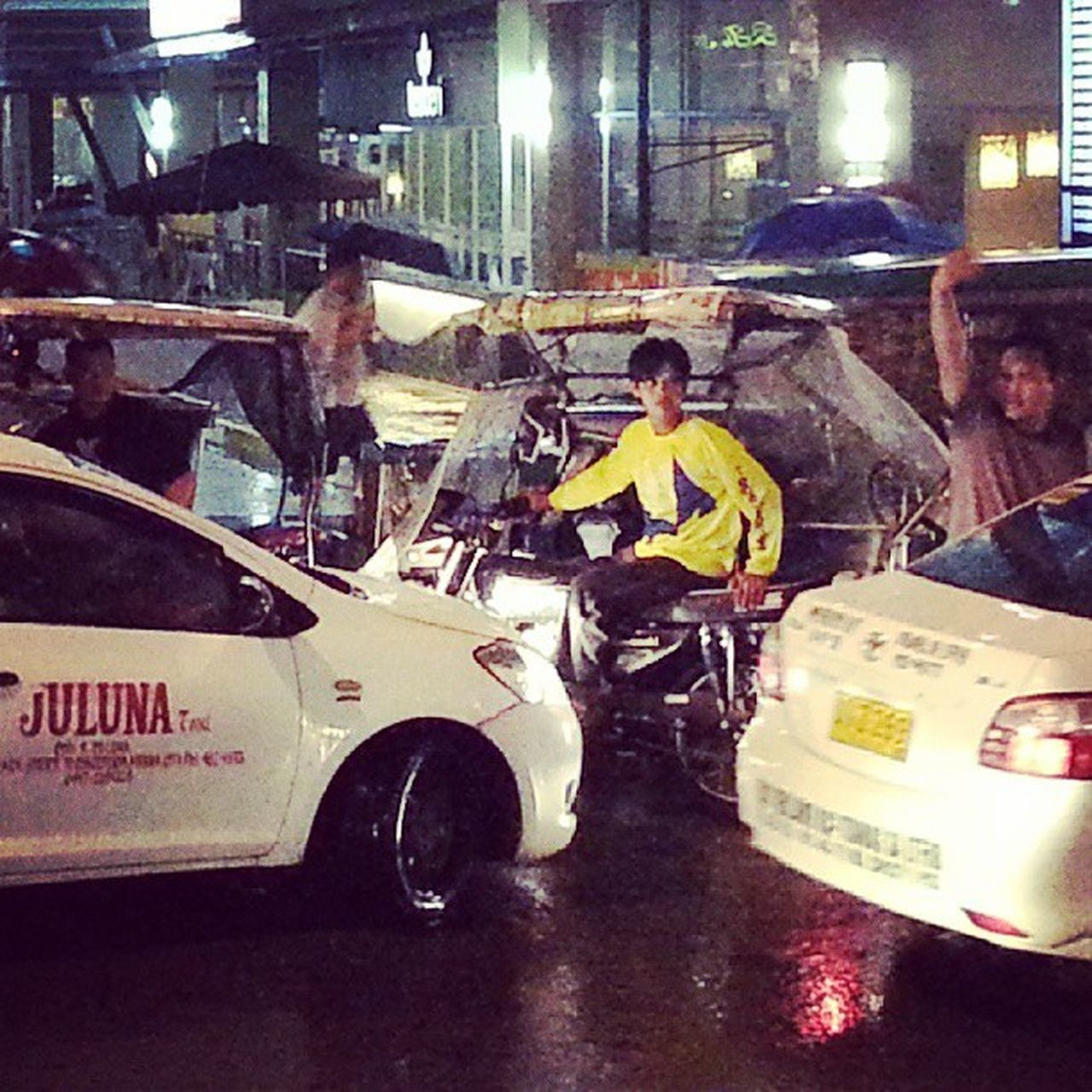 """All jammed up"" somewhere along Makati Avenue... Allshots_ Almaproject Dailythemes Gf_philippines Gf_daily Global_hotshotz Globe_travel Gang_family Instagram Ig_philippines Ig_street Ic_thestreets Jj_streetphotography Mybest_moment Mybest_shot Phototag_it Philippines Streetstylesgf Webstagram Worldcaptures Ig_fotogramers Insta_crew"