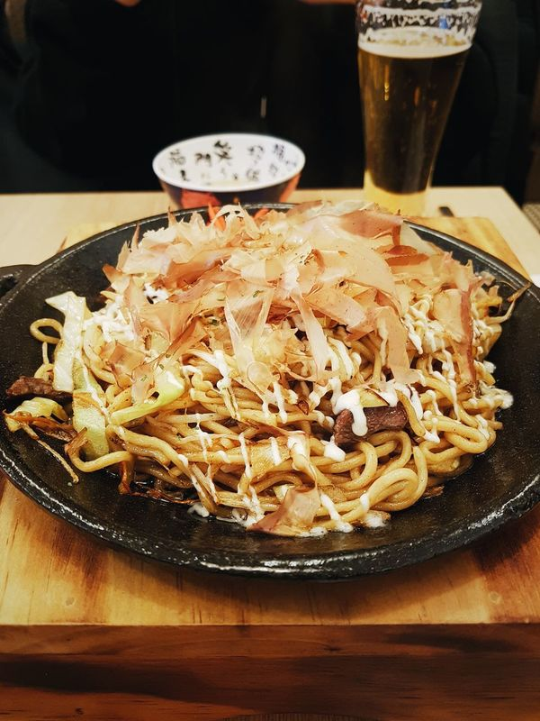 Food Food And Drink No People Plate Ready-to-eat Freshness Day Yakitori Yaki Fried Noodle Noodle Asian  Cuisine Japanese Style Japanese  ASIA Fried Japanese Style Asian Style yakitori on a hot plate Hot Plate Sizzling Plate Sizzling