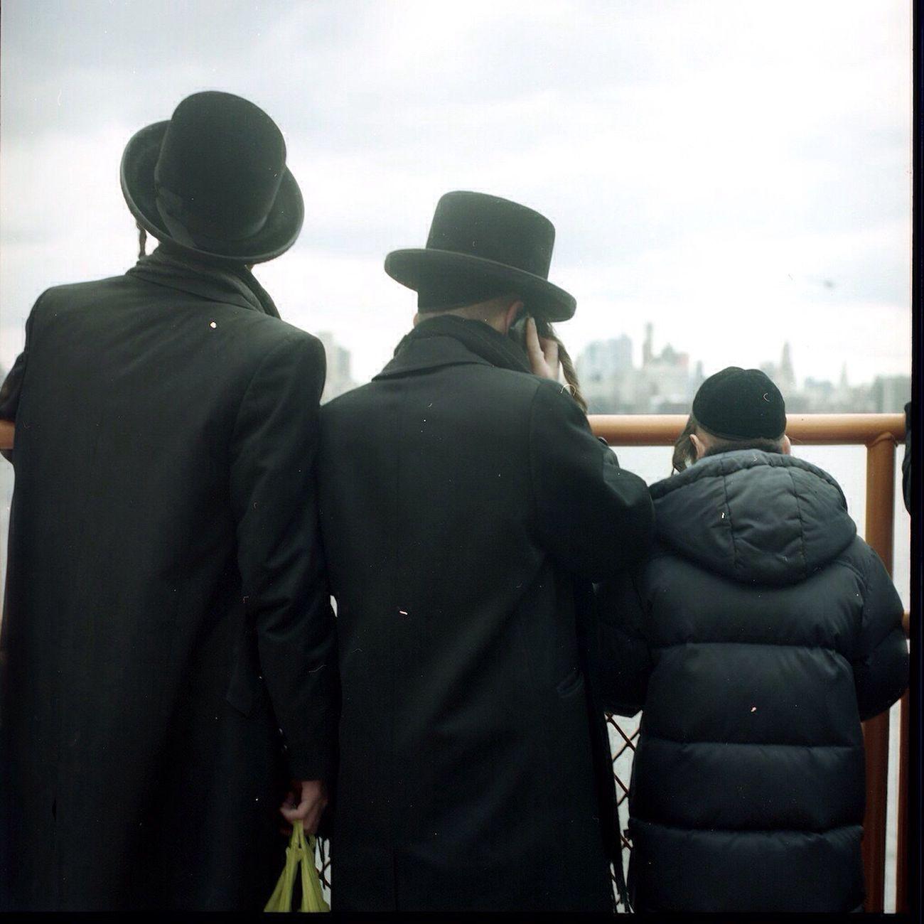 The Best Of New York Hudson River Orthodox Jews Back Colors Religion Hasselblad 6x6 Film David De La Cruz