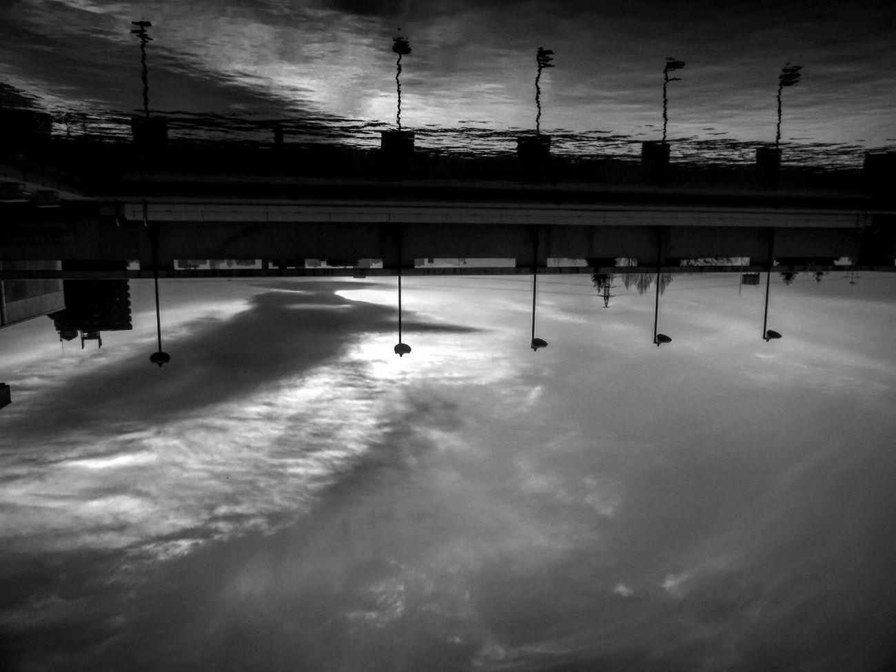 さかさま 逆さま モノクロ モノクローム 空 雲 太陽 水 シルエット Silhouette Sun Cloud Clouds And Sky Black & White Monochrome Black&white Clouds Black And White Sky Water