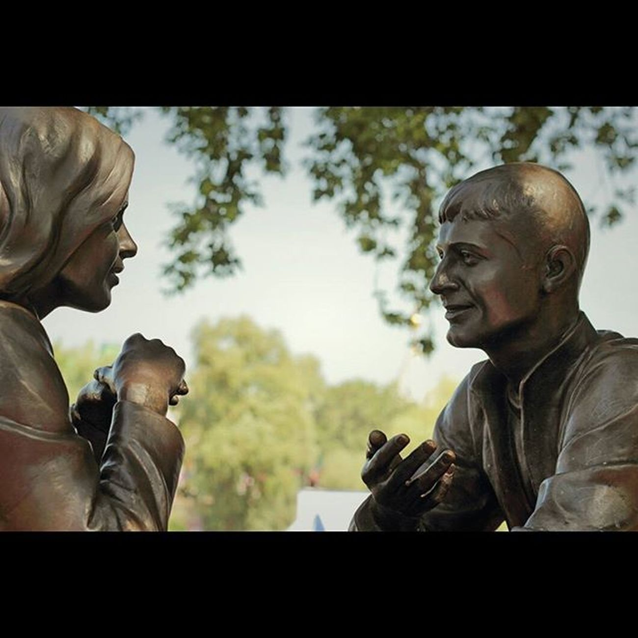 двое влюбленные беседа встреча скульптура Омск two imagery statuary sweetheart omsk openomsk