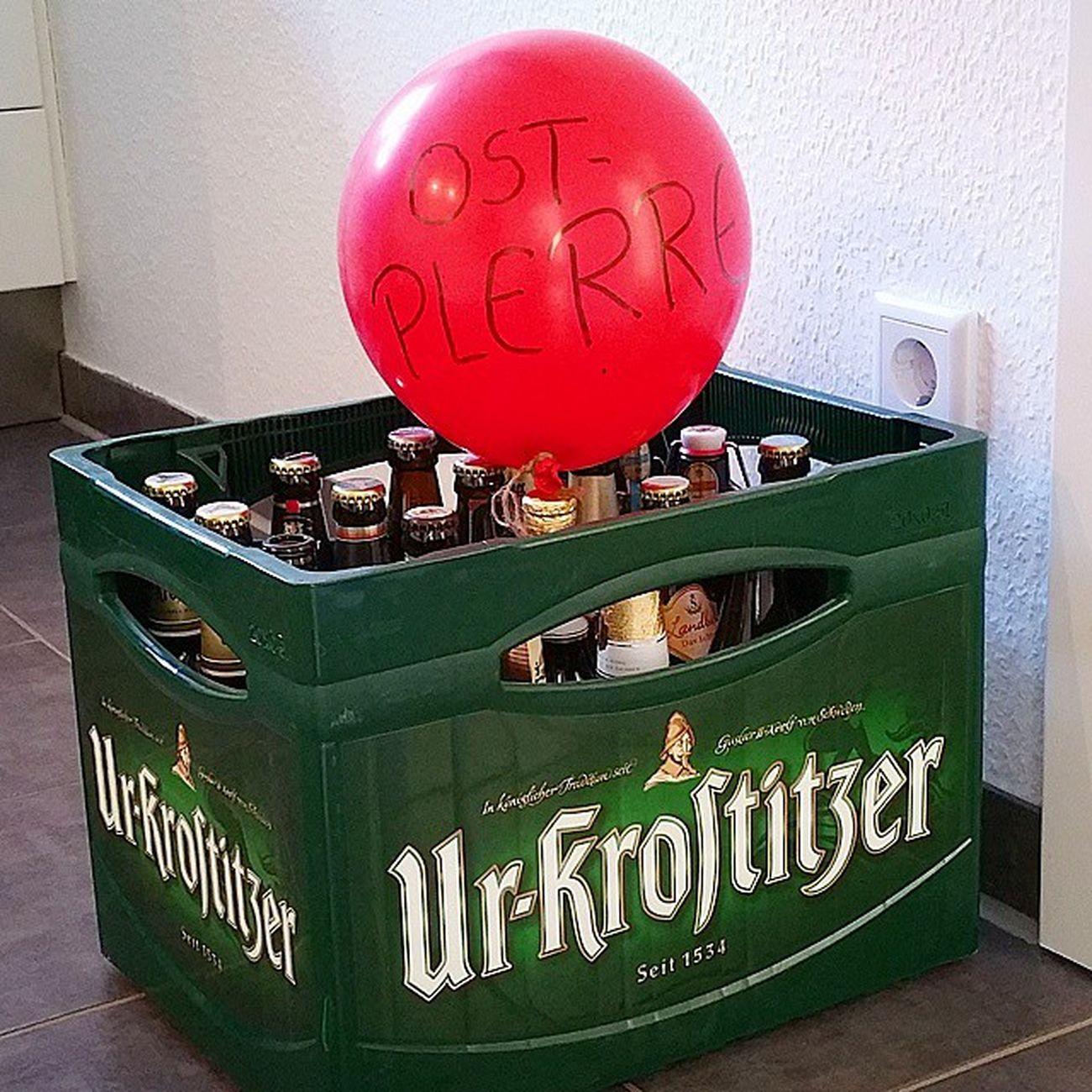 """Hach: ein echter Gruß aus der Heimat! Eine ganze Kiste """"Ostbier"""". 😂/ Greetings from home - best beer ever!🍺 Urkrostizer Bier Beer Home Leipzig Plärre Prost"""