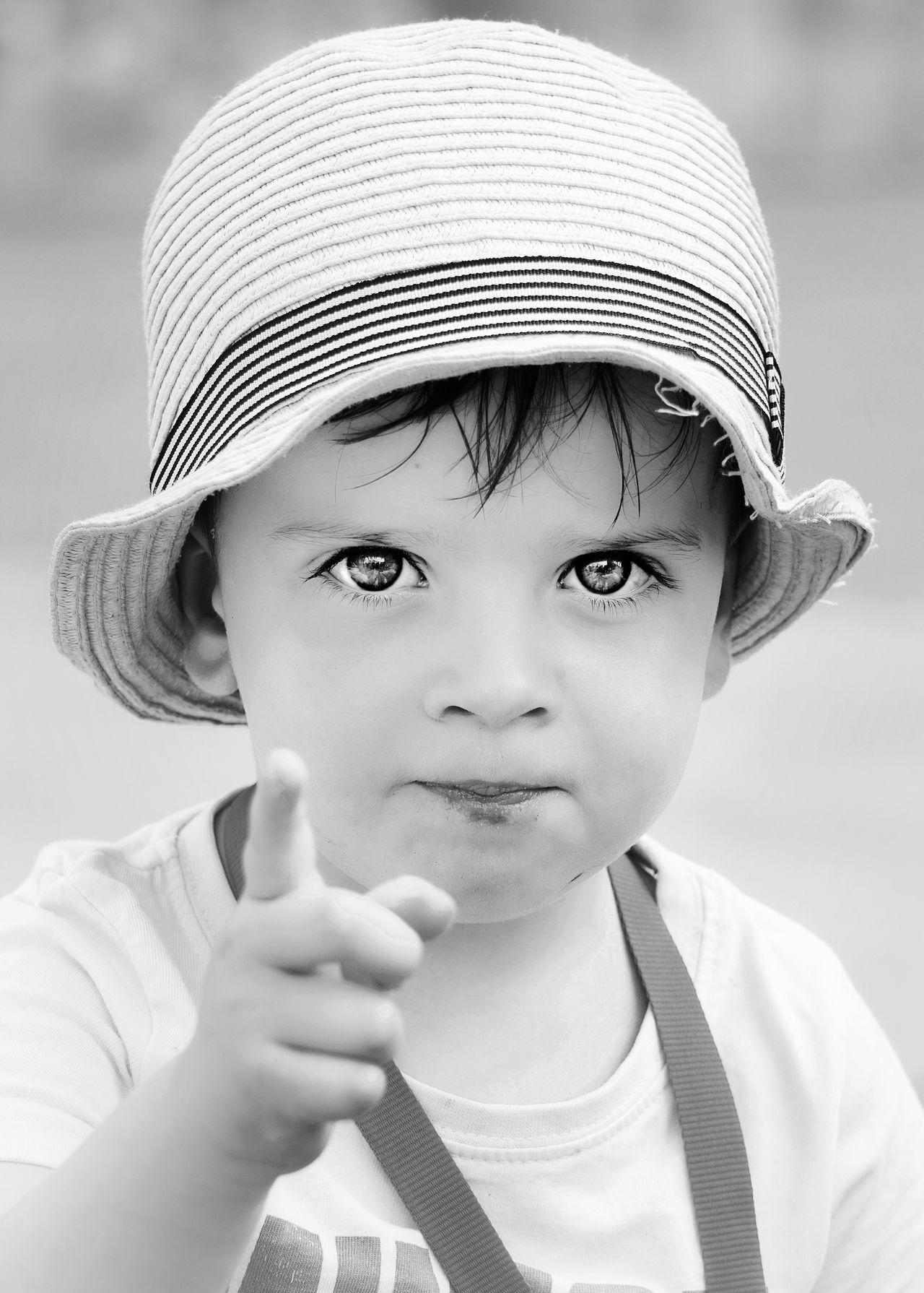 I WANT YOU 👇 Portrait One Person Childhood Headshot Child Looking At Camera Children Only The Portraitist - 2017 EyeEm Awards