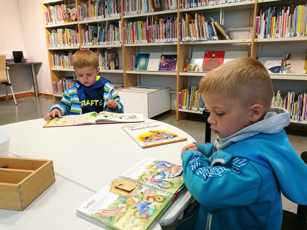 Casual Clothing Childhood Waist Up Leisure Activity Indoors  Lifestyles Book Elementary Age Boys Togetherness Person Relaxation Looking Two Is Better Than One Library Books Library Reading Children People Family The Color Of School People And Places