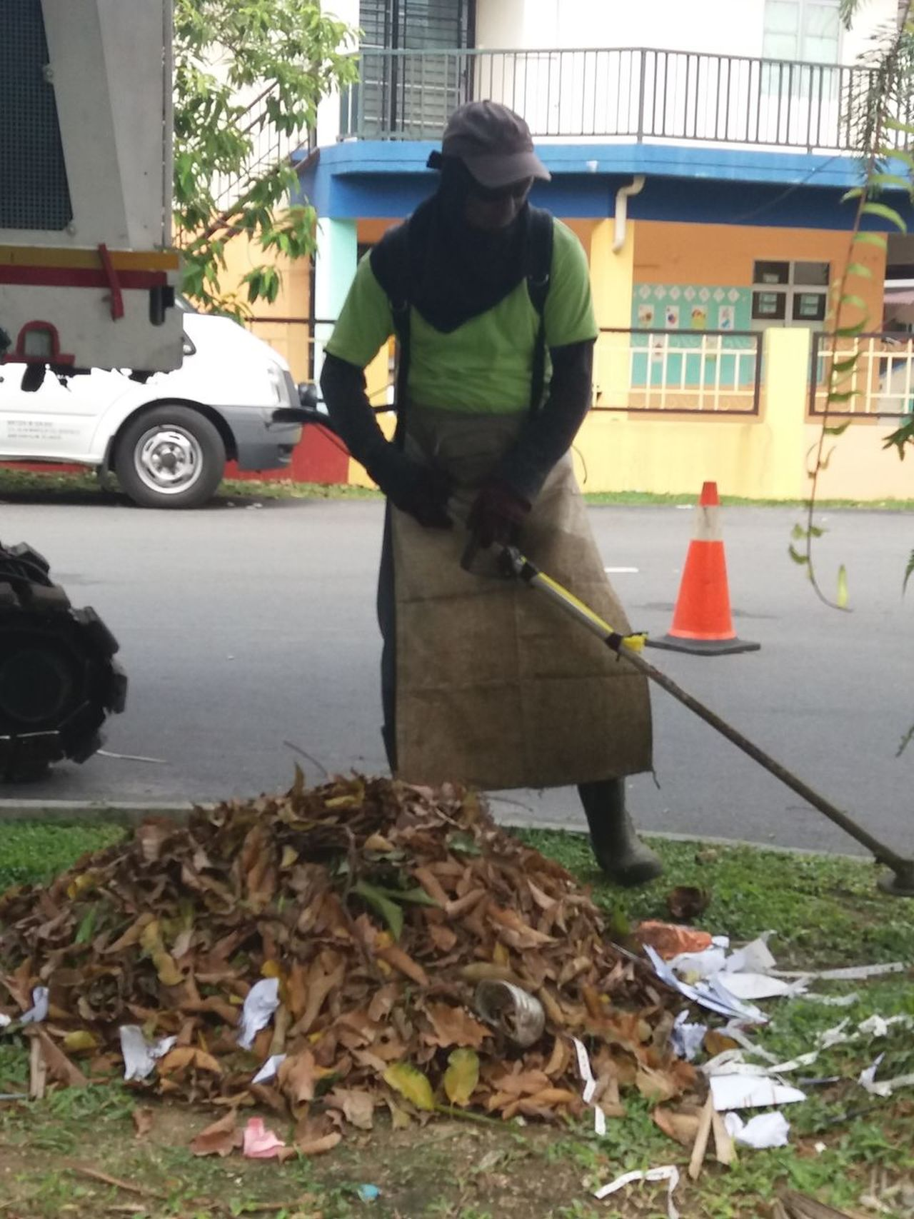 Grass cutter 1 Working Occupation Cleaning Washing Only Men Manual Worker Adult Protective Workwear One Man Only People One Person Adults Only Men Day Cleaner Responsibility Outdoors Real People Cleaning Equipment Volunteer