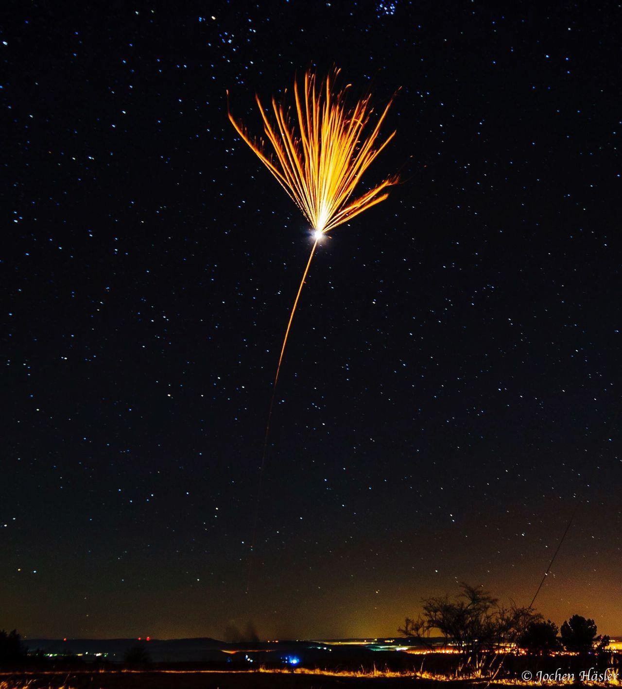 Perfekte Moment erwischt Feuerwerk Silvester Rakete Night Long Exposure Sky Outdoors Langzeitbelichtung Sony Sonyalpha Ilce-7m2 ILCE7M2 Sirui Sonya7II Alpha7m2 Alpha7 Sonyalpha7ii Sternenhimmel Stars Nacht Dunkel Dark Denkingen Klippeneck