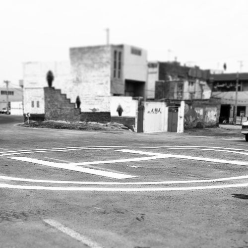 . محل فرود هلیکوپتر مون اینا . . . یادم باشه از هلی مون هم عکس بزار براتون سیاه_سفید Black &white Helicopter