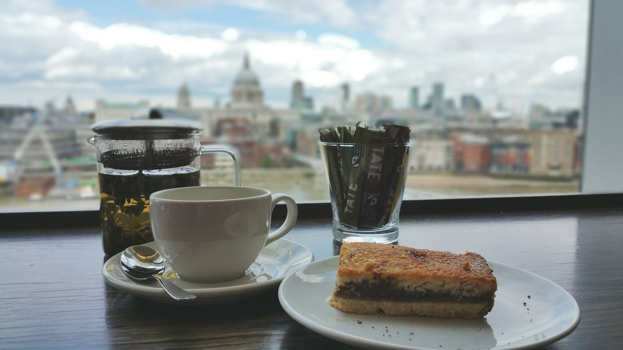 Hello London - always having a cup of tea at Tate Modern and enjoying the view when I'm in London. The Traveler - 2015 EyeEm Awards Wanderlust Landscape Architecture Cityscapes Clouds And Sky Food EyeEm Best Edits Nature Cityspaces