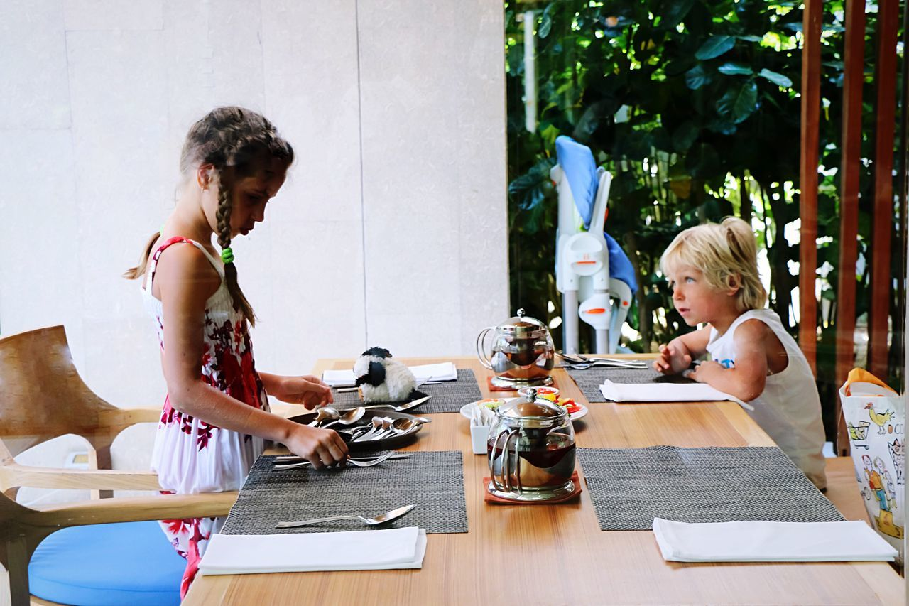 Beautiful stock photos of guten morgen, happiness, sharing, table, candid