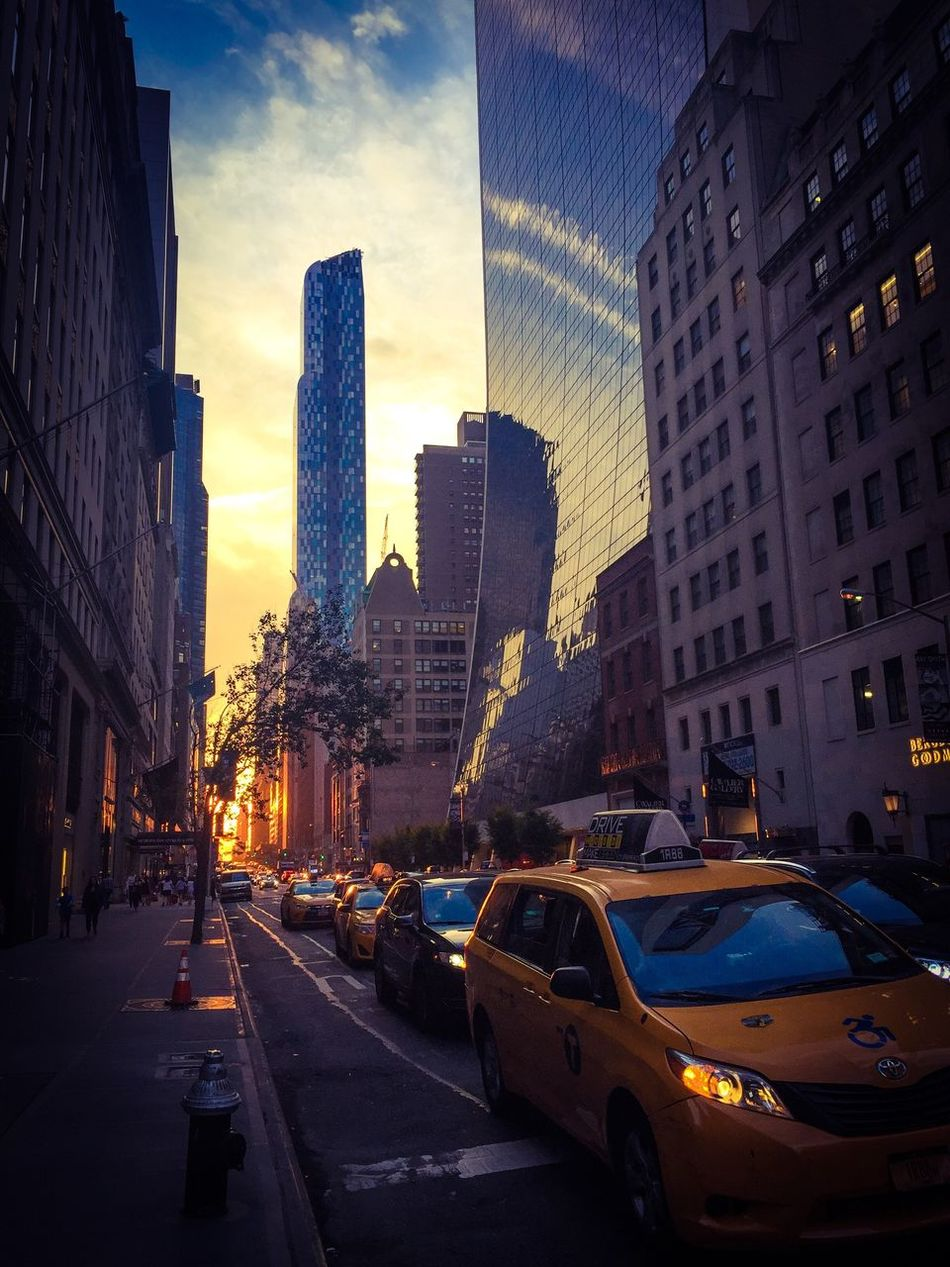 Newyork streets at sunset Newyorkcity Urban Lifestyle Urban Landscape Citythatneversleeps Sunset Taxi Streetphotography Sunset 5thavenue City Life Financial District  SoHo #nyc NYC Photography NYC Street Photography NYC Skyline Skyscraper Sky Photooftheday Photographer Canon 70d SONYrx100m3 EyeEm Best Shots EyeEm Gallery Eyeemurbanshot Urban Architecture
